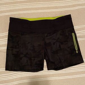 ⚡️CLEARANCE Lululemon black camo running shorts